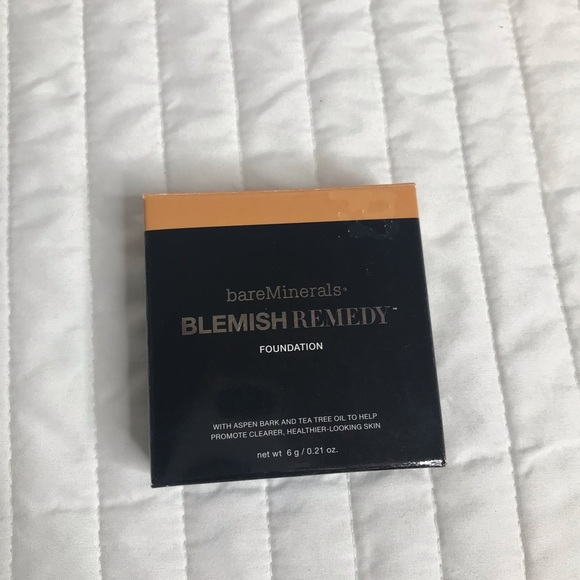 Blemish Remedy Foundation - clearly sand